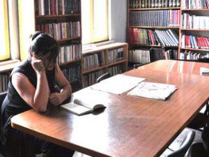 Komşusuna hakaret eden kıza kitap cezası