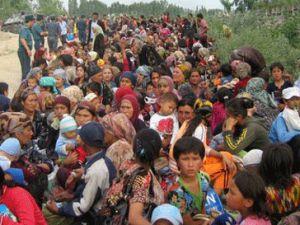 Kırgızistan yanıyor, on binler yollarda perişan