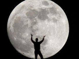 SpaceXten Ayın çevresinde uçuş imkanı