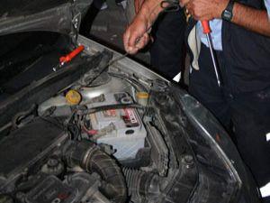 Otomobilin motoruna yılan girdi