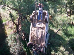 Kamyonet kanala uçtu: 1 yaralı
