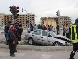 Konyada otomobil ile minibüs çarpıştı: 8 yaralı
