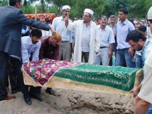 Konyada kazada ölen aile toprağa verildi