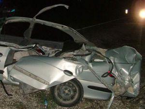 Kamyon otomobili ezdi;1 ölü