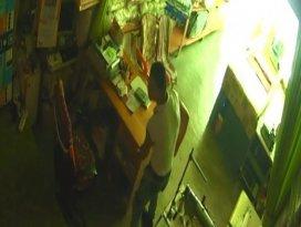 Çekmeceden para çalarken kameraya yakalandı