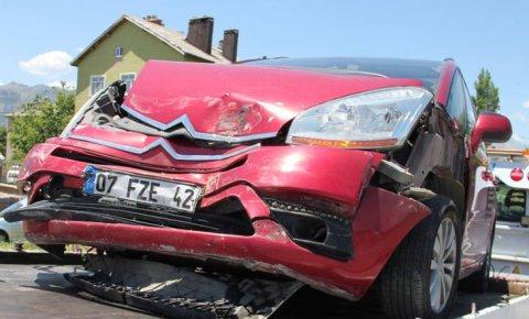 Konyada 2 otomobil çarpıştı: 8 yaralı