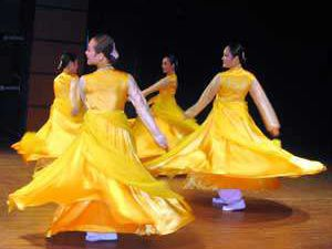 Güney Kore Halk Dansları Topluluğu Konyada