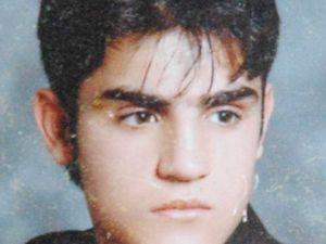 Genci öldürdü sonra duruşmada ağladı