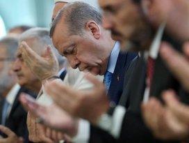 Erdoğan sabah namazını Millet Camisinde kıldı