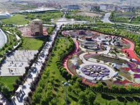 Türkiye'nin en renkli bahçesi Selçuklu'da