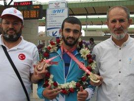 Başarılı sporcu Konyaya iki madalya getirdi