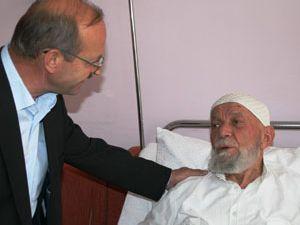 AK Partililerden hasta ziyareti