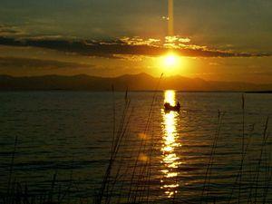 Beyşehir Gölünde deniz paraşütü keyfi