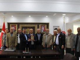 Başkan Tutal'a vatandaşlardan teşekkür plaketi