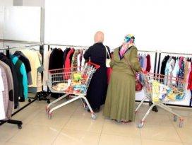 Meram Kadın Meclisi'nden giysi bağışı