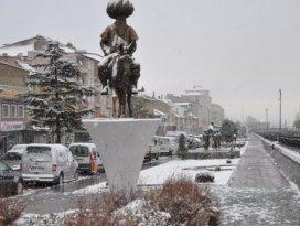 Akşehir'e yılın ilk karı yağdı