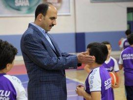 Altay'dan küçük basketbolculara yakın markaj