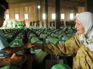Srebrenitsa katliamı yıldönümü anılıyor