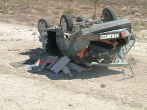 Otomobil mıcıra takılıp takla attı