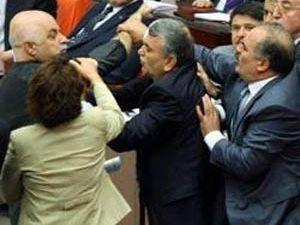 Milletvekilleri yumruklaştı