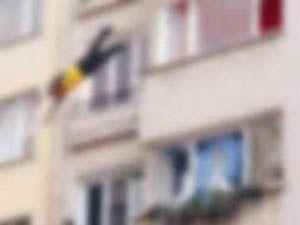 90 yaşındaki kadın 4.kattan düştü