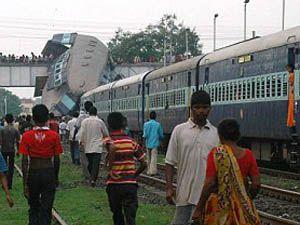 Hindistanda trenler çarpıştı