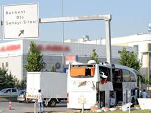 Otobüs levhalara çarptı: 39 yaralı