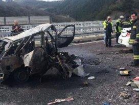 Bursa'da otomobiller çarpıştı, 2 kişi yanarak öldü