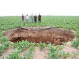 Karaman'da ilk kez oluşan obruk korkuttu