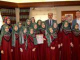 Altay ödül alan öğrencilerle buluştu