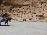 Taşkale köyünde kaya kütlesi içinde 800 yıllık tahıl ambarı