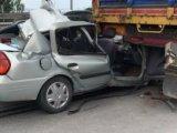 Konya yolunda otomobil TIRa çarptı: 1 ölü, 2 yaralı