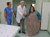 300 kiloluk genç kız yürümeye başladı
