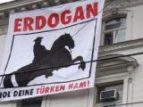 Türk Büyükelçiliğine çirkin pankart